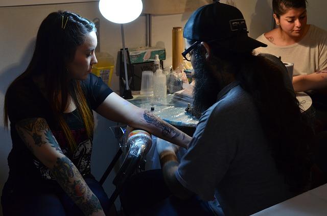 Tetoválás szalonban